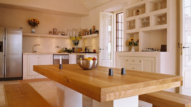 Villa Santoro, Puglia, marble and oak dining table